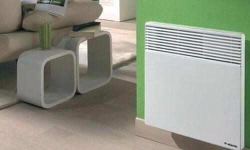 Елетроконвектор для опалення на стіні.