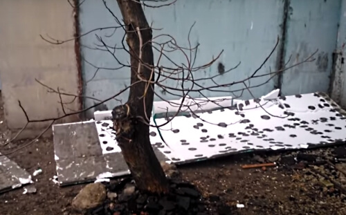 Пінопласт відпав через використання неякісної клейової суміші та порушення технології утеплення.