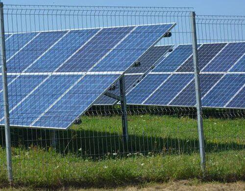 Сонячна електростанція сонячні батареї.