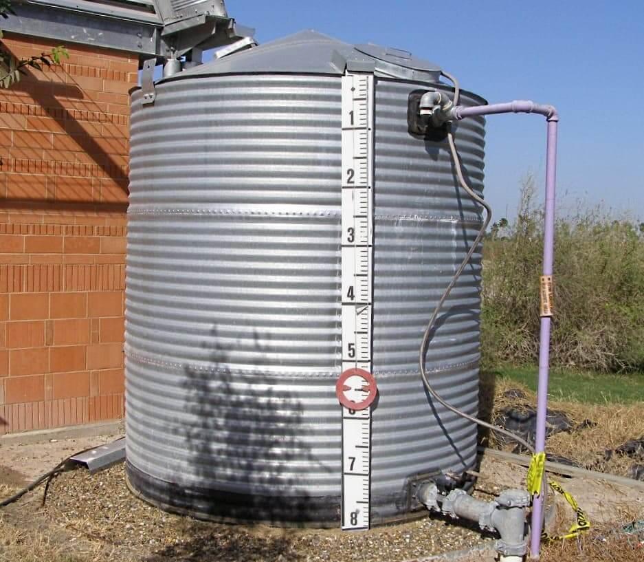 Бак для води / водопостачання.
