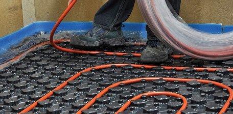 Вкладання труби теплої підлоги в мат.