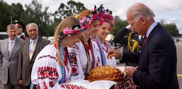 Візит Байдена в 2009 році в Україну.