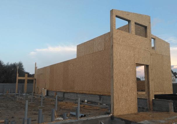 Зведення будинку з сіп панелей.