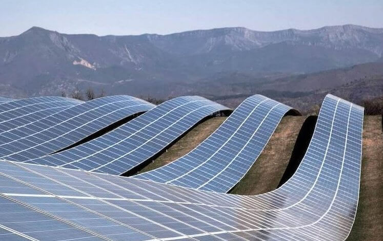Сонячні панелі.