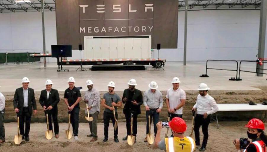 Tesla почала будувати Мегазаводи з випуску сховищ електроенергії.